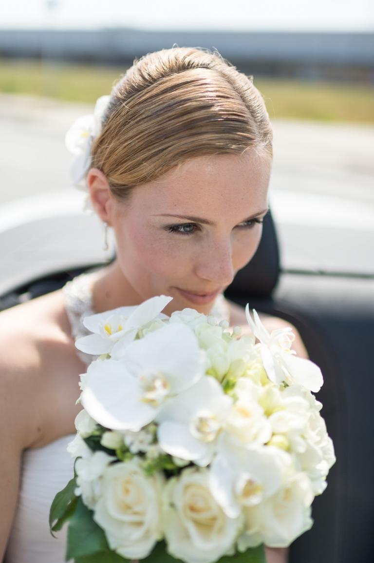 Hochzeitsfotograf Bremen Braut beim Fotoshooting auf der Hochzeit in der Überseestadt