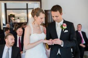 Hochzeitsfotograf 040 300x200 - Sitze ich links oder rechts bei der Trauung